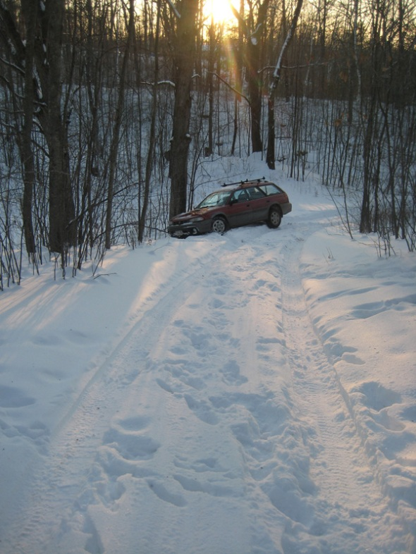 car-stuck-in-snow